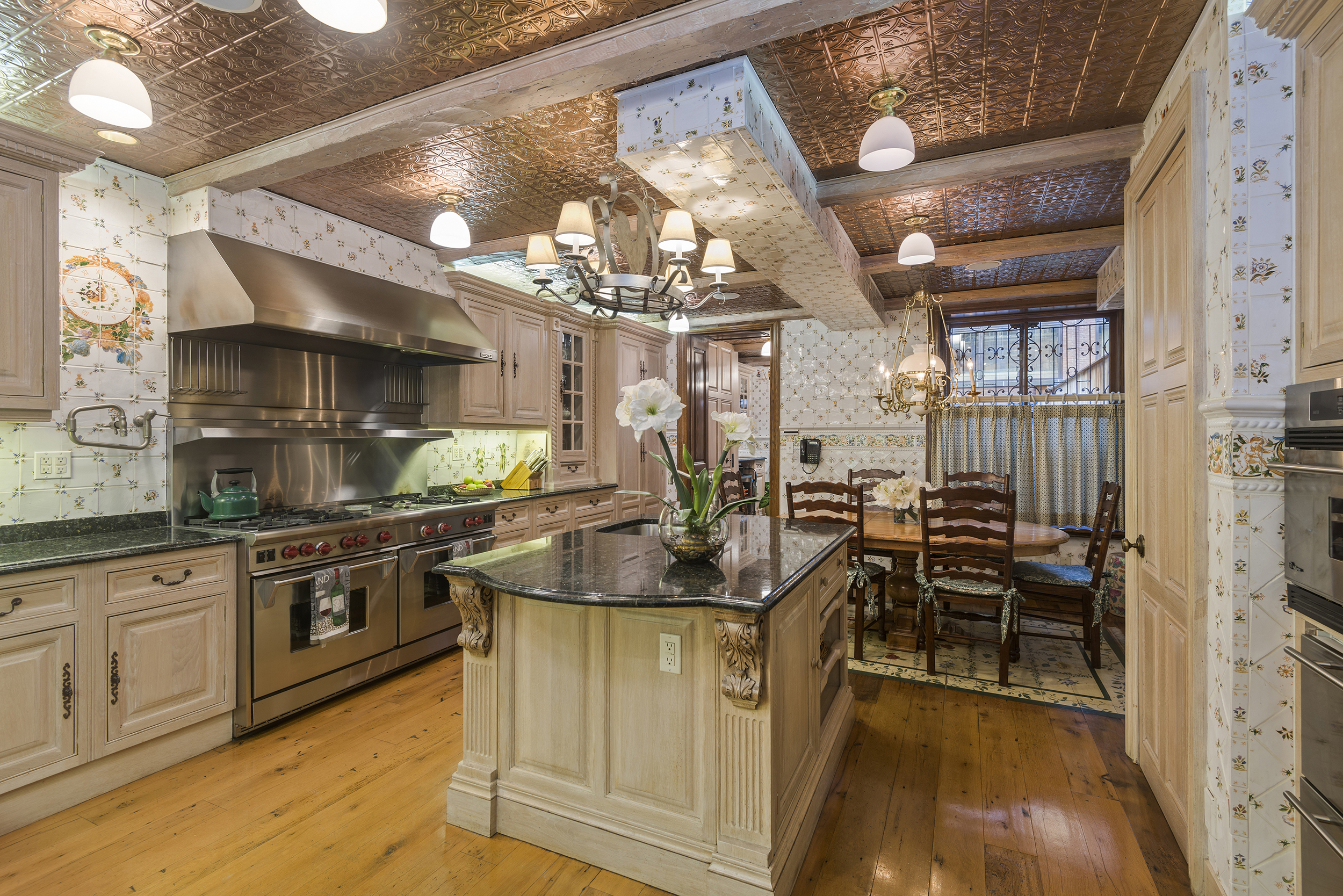 131 West 69th Street: Luxury Upper West Side townhouse kitchen