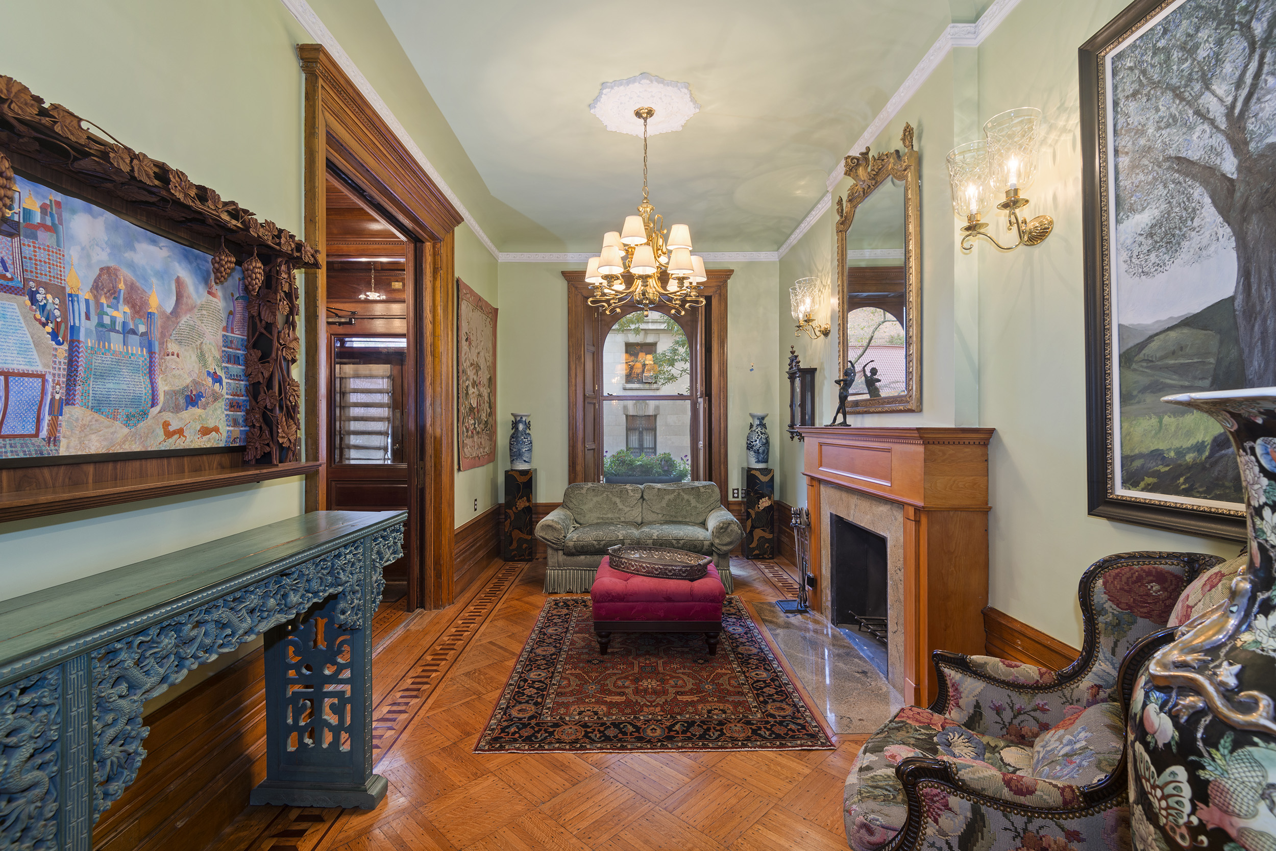 131 West 69th Street: Luxury Upper West Side townhouse living room