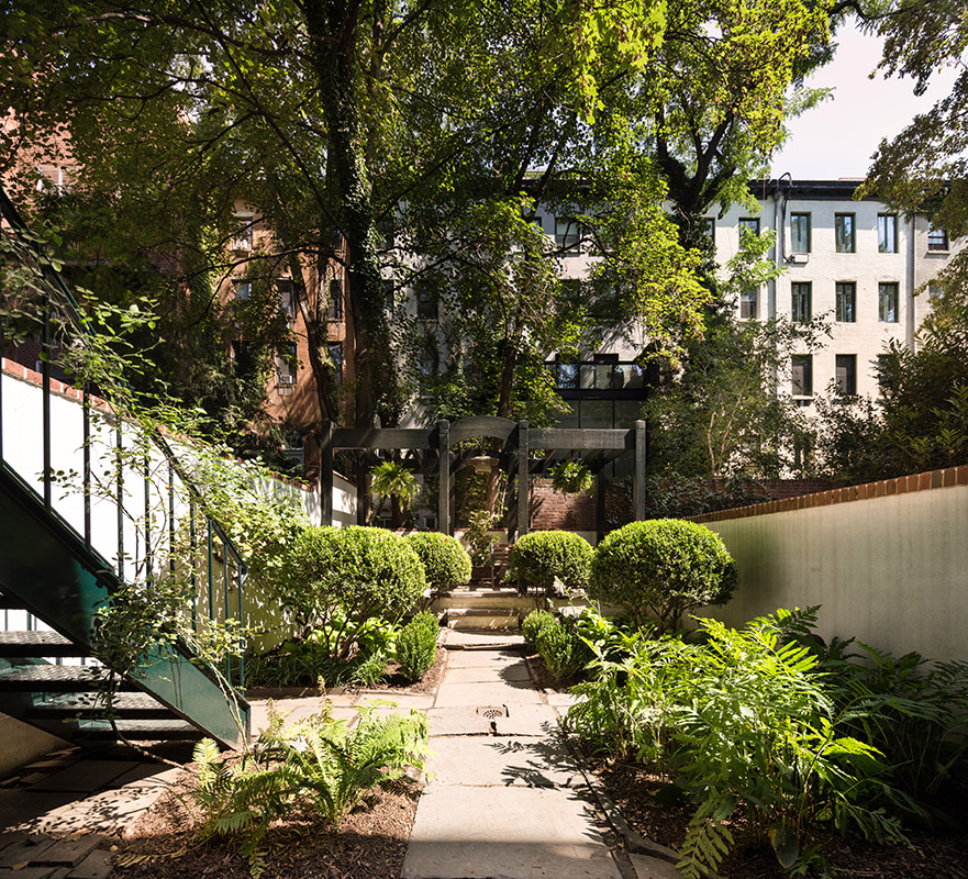 Luxury Townhouse private garden in Chelsea: 483 West 22nd Street