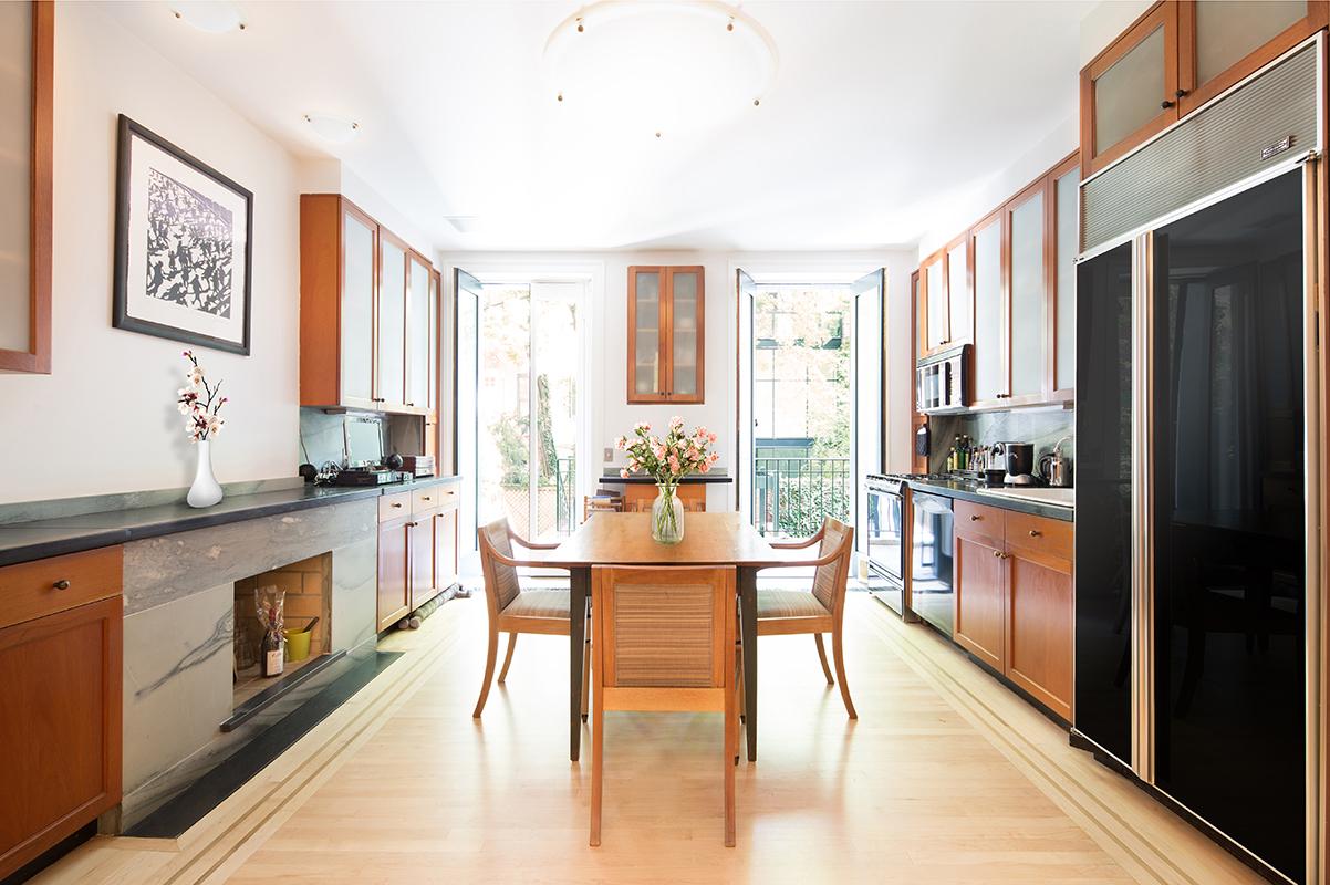 Luxury Townhouse kitchen in Chelsea: 483 West 22nd Street